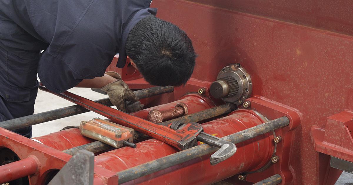 Inspect concrete pump